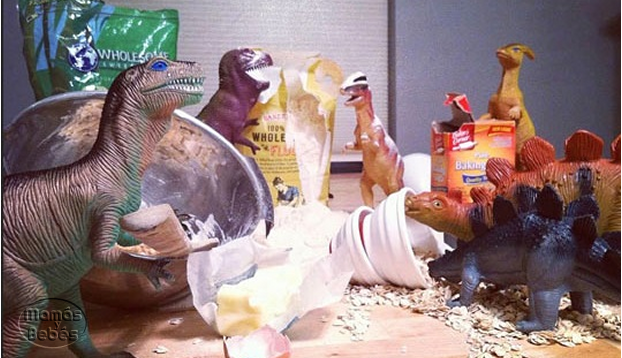 padres usan dinosaurios para motivar la imaginacion de sus hijos